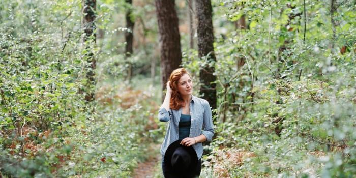 Marion dans une forêt de Dordogne