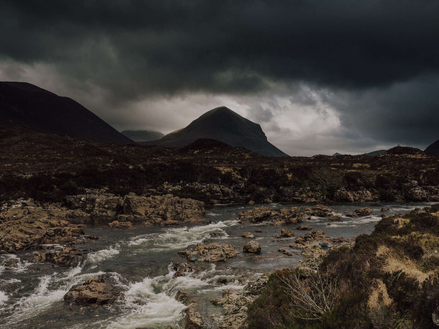 capyture-wedding-photographer-destination-elopement-isle-skye-scotland-393