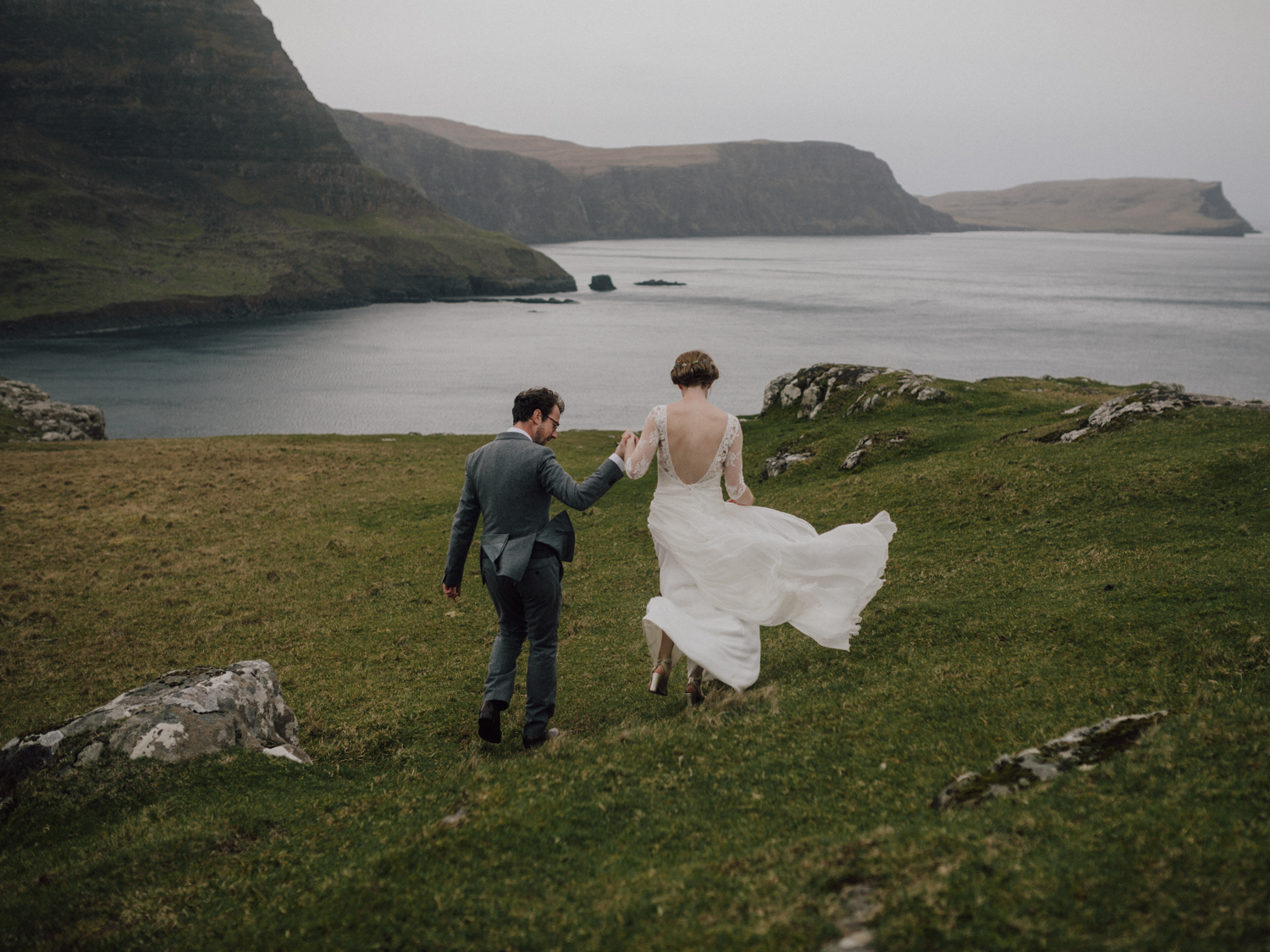 capyture-wedding-photographer-destination-nature-intimate-wedding-isle-of-skye-scotland-847