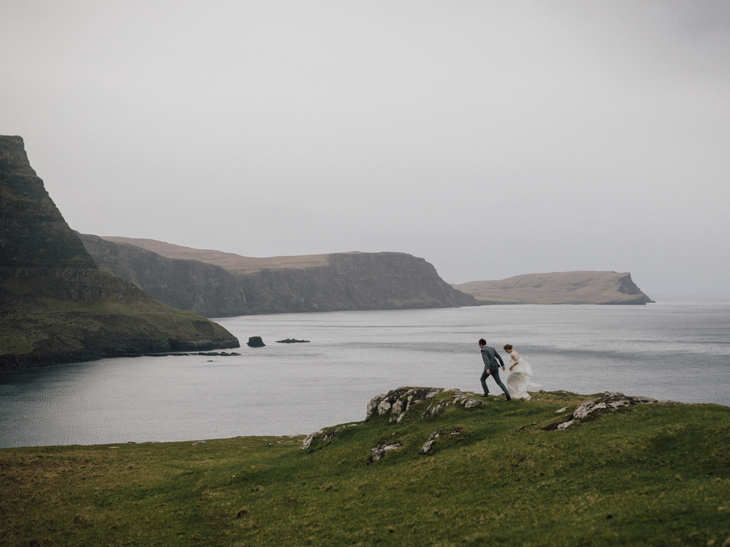 capyture-wedding-photographer-destination-nature-intimate-wedding-isle-of-skye-scotland-849